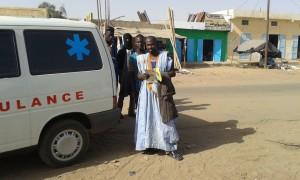 Fuer die schnelle Hilfe erhielt der Chef einen Solarcharger, eine Hose, ein PingPong Spiel für seine Kinder sowie eine französische Gartenfibel